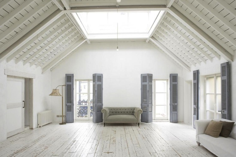 Interior-vaciCC81o-buhardilla-londinense-7