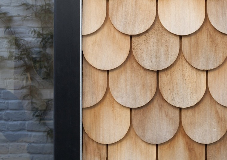 Tejas-redondeadas-en-madera-de-cedro2C-AJ-Small-Projects-Awards-2013