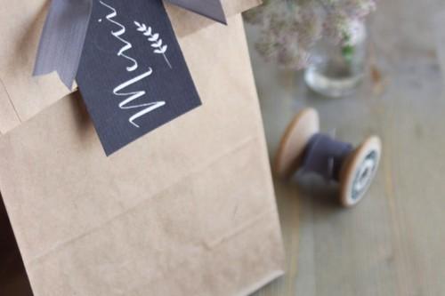 Paquete-de-agradecimiento2C-eventos2C-Bolsa-de-papel-craft-con-cinta-y-etiqueta-en-color-lavanda-1