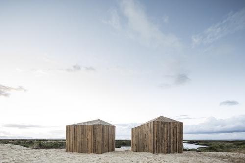 Cabanas-No-Rio-Alojamiento-en-la-naturaleza-Comporta-Lisboa-Portugal-por-el-arquitecto-Manuel-Aires-Mateus
