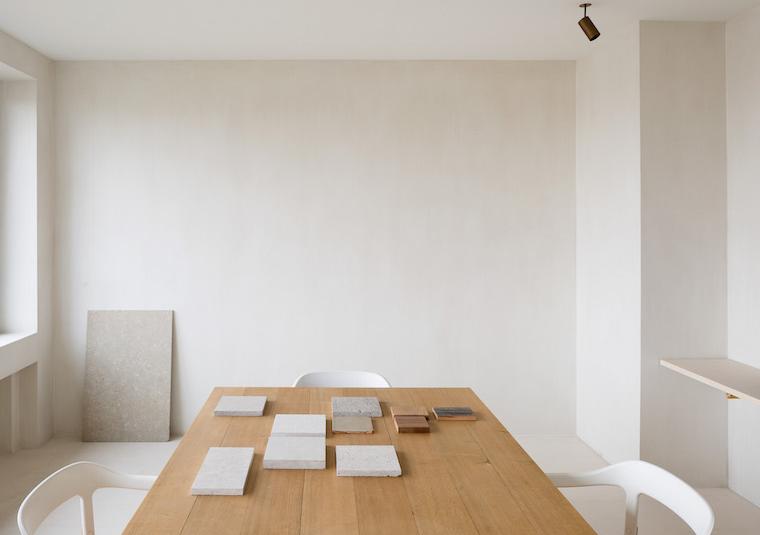 Interior-edificio-con-oficinas2C-HANS-VERSTUYFT-RESIDENCE-AND-OFFICE