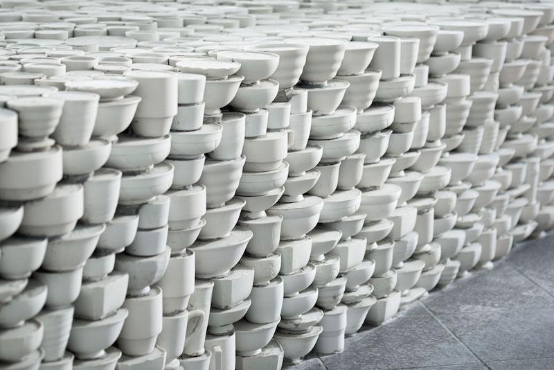 25.000 piezas de cerámica como superficie de una pop up store, Yusuke Seki