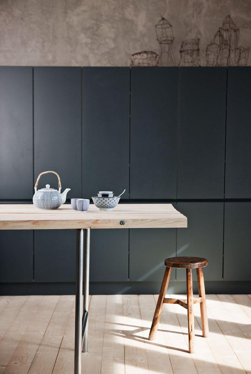 Inspiración cocina de diseño, puertas y mobiliario en tono azul oscuro 1