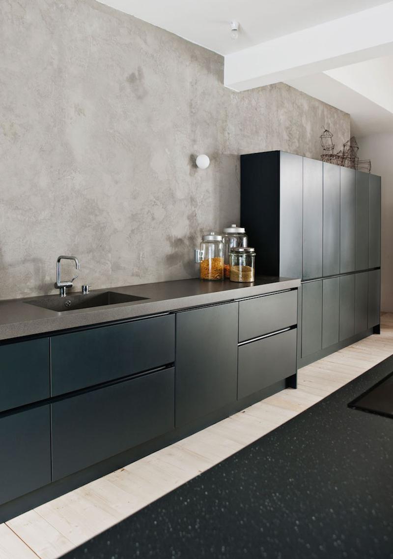 Inspiración cocina de diseño, puertas y mobiliario en tono azul oscuro