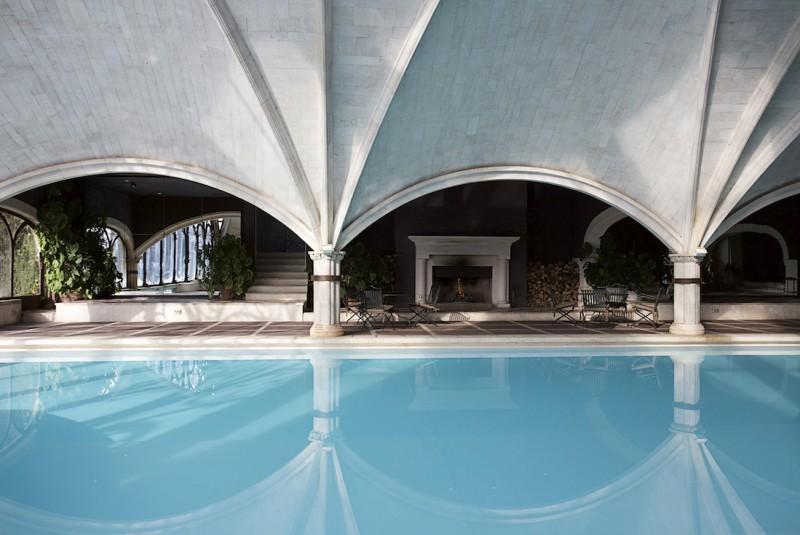 Fotografia interiores Maria Marcet_ Piscina climatizada Hotel Landa Palace boveda estilo gotico Burgos