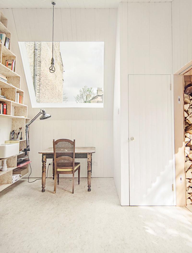 El estudio de un escritor, cabañ de madera en el jardin refugio inspiracion 1