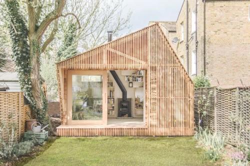 El estudio de un escritor, casita de madera en el jardin refugio inspiracion