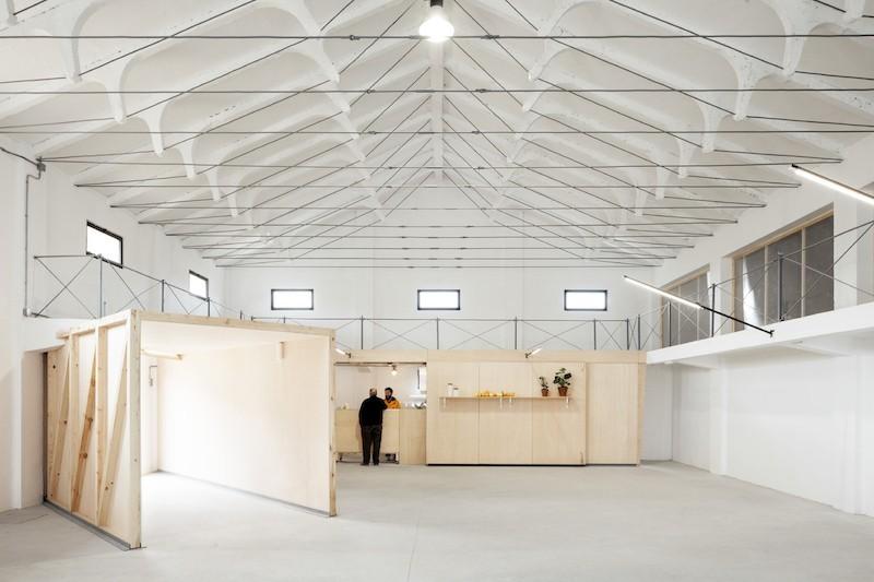 Nave-industrial-en-Soria-rehabilitada-arquitectura-por-Valentin-Sanz-Sanz-800x533