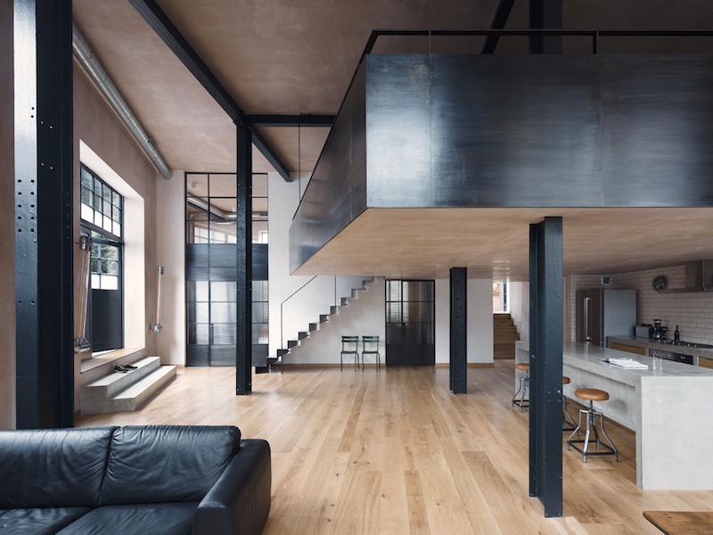Loft en Londres estilo industrial con columnas de acero y pintura de yeso estilo estuco veneciando 3