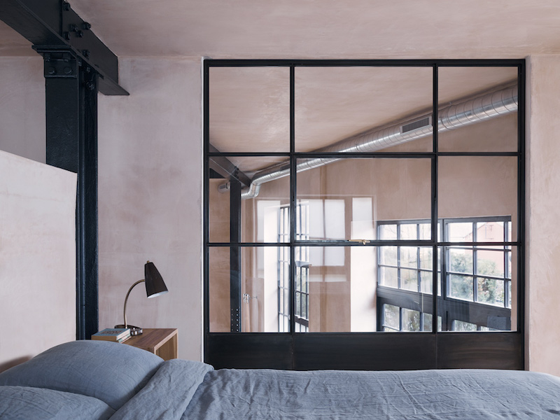 Loft en Londres estilo industrial con columnas de acero y pintura de yeso al estilo estuco veneciando 4