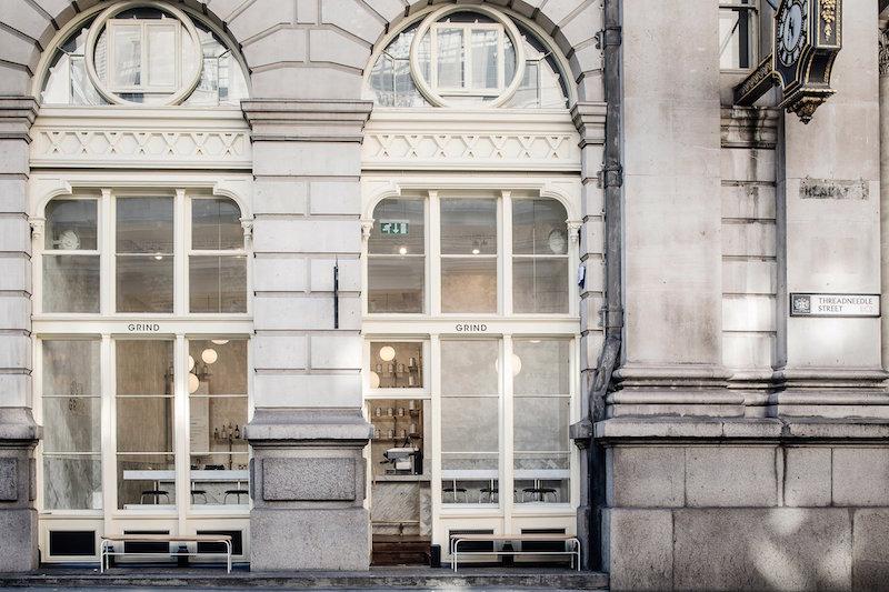 Marmol y cemento pulido reforma proyecto interior establecimiento cafe en el centro historico de Londres 6