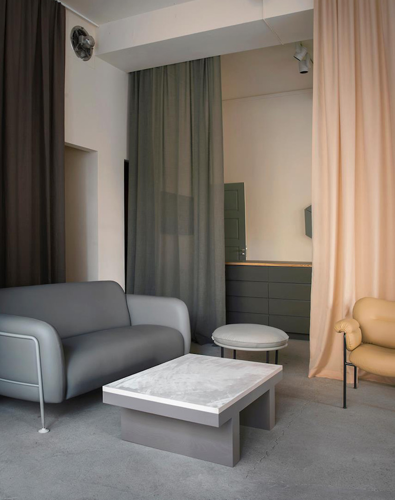 Oficina estudio gama cromatica de color con textiles, cortinas y tapizados 4