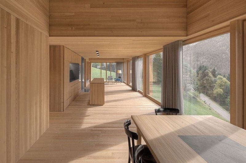 Moderna casa de campo grandes ventanales con vistas a los bosques de Austria 2