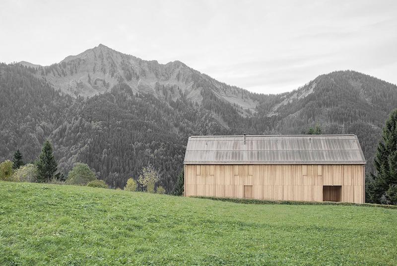 Moderna casa de campo grandes ventanales con vistas a los bosques de Austria 5