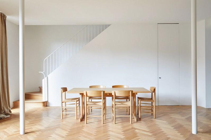 decoracion salon comedor decorado con mobiliario silla de Borge Mogensen escandinavian design