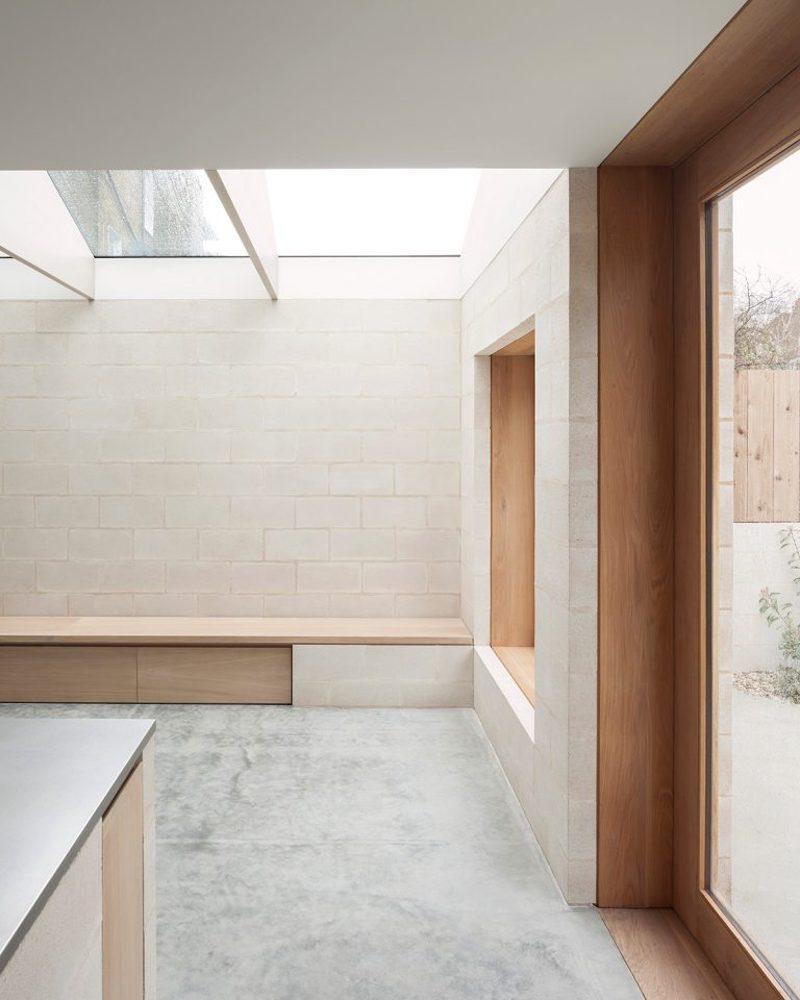 Proyecto obra nueva vivienda cemento pulido ladrillo visto cocina mobiliario madera 5