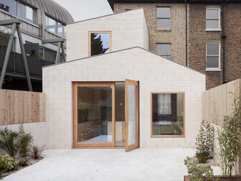 Proyecto obra nueva vivienda cemento pulido ladrillo visto cocina mobiliario madera 6